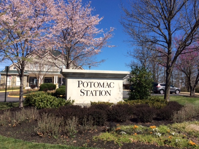 Potomac Station monument sign before landscape renovation