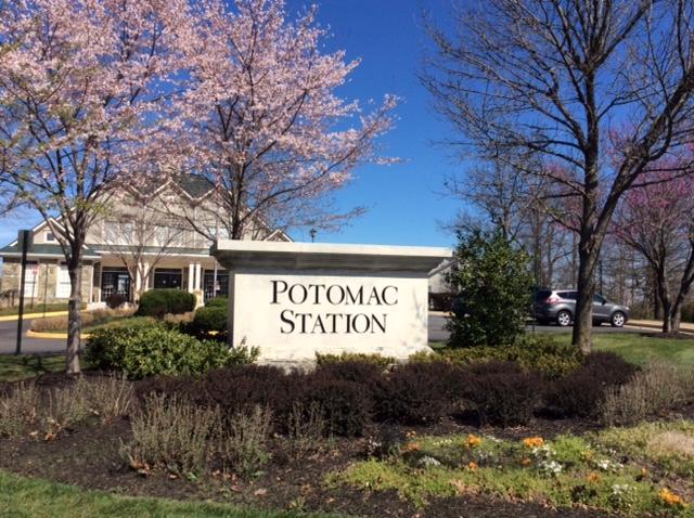 Potomac Station monument sign before landscape renovation